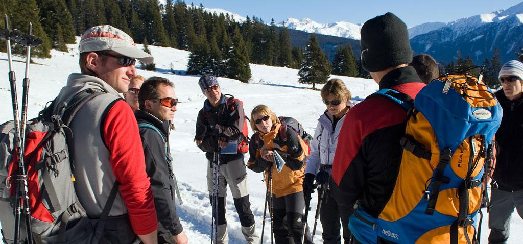 Teamevent alpine Schneeschuh Tour mit Teamspielen